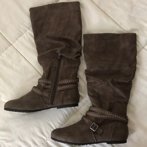 Brown Slouchy boots w/tribal braided straps NWOT